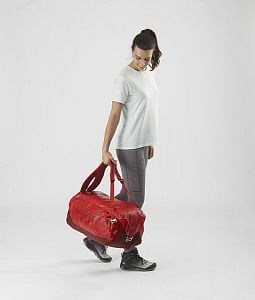 LC1516500-Salomon-Outlife-Duffel-45-goji-berry-madde-carry